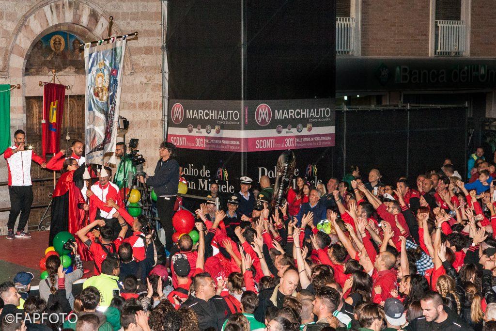 I festeggiamenti del Rione Moncioveta per la vittoria del Palio 2016